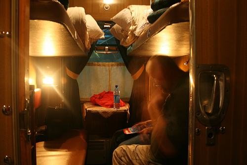 "2nd class ""kupe"" train compartment / photo by toennesen@FlickR"